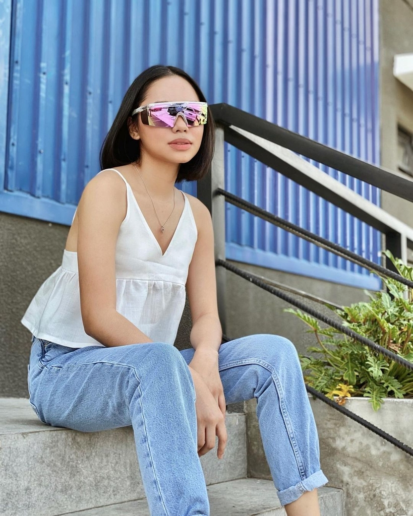 Bella Racelis Denim Jeans Outfit Ideas