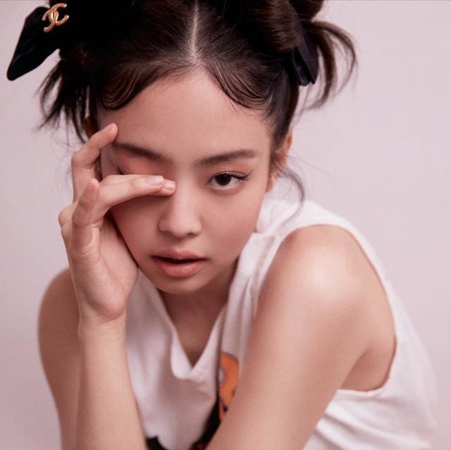 Best Hairstyles of BLACKPINK's Jennie Kim: Space buns hairstyle