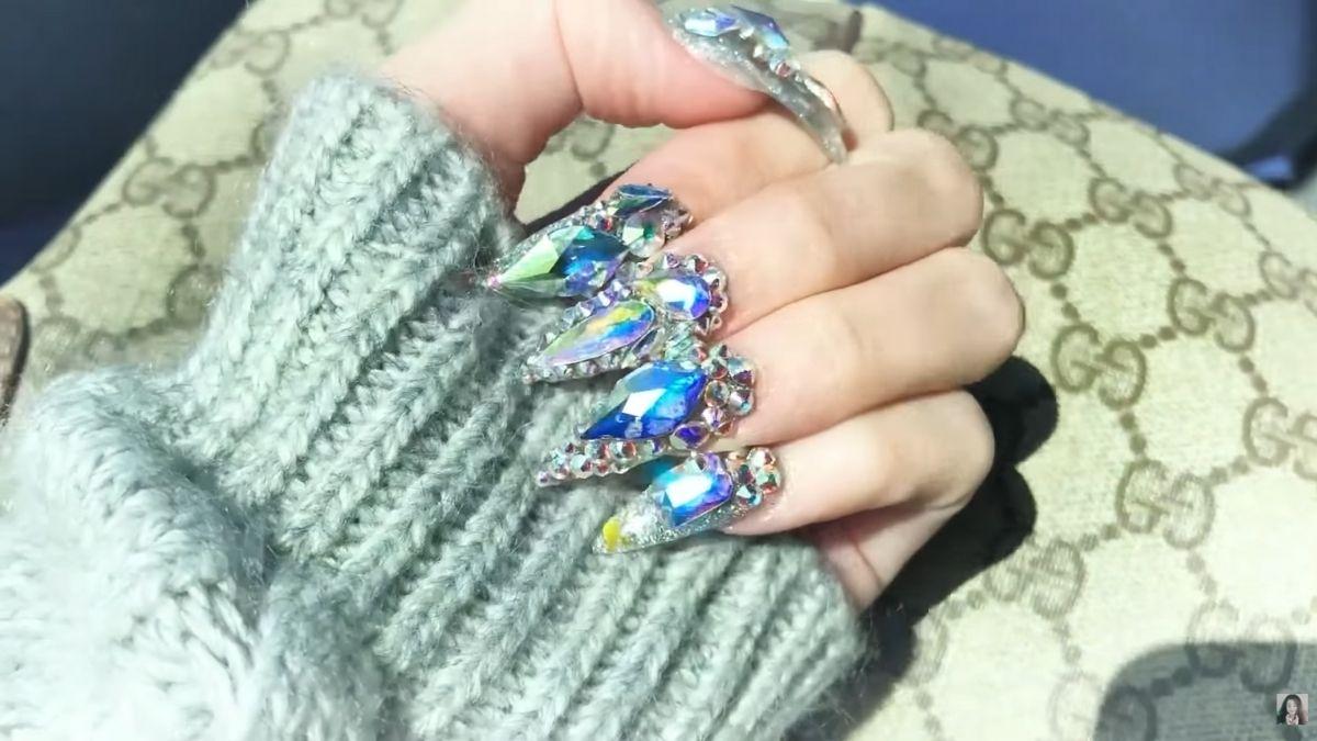 Donnalyn Bartolome gets nails done by Jenny Bui, Cardi B's nail artist