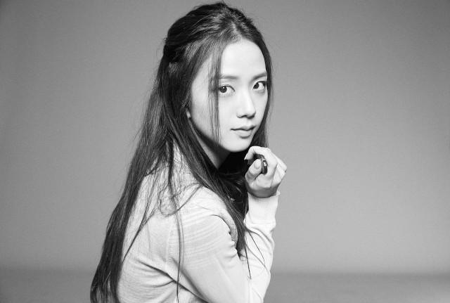 Prettiest Jisoo Hairstyles: Half-ponytail