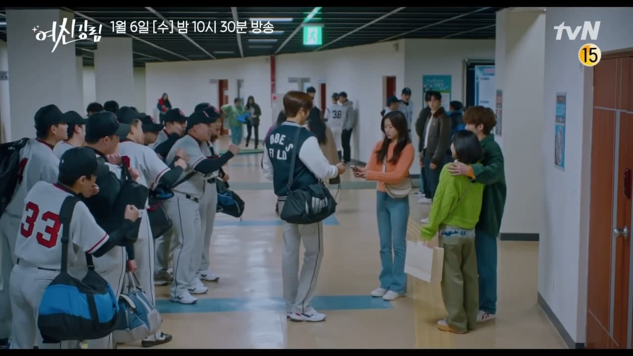 a star baseball player asks Ju Kyung for her number! - Scene 1