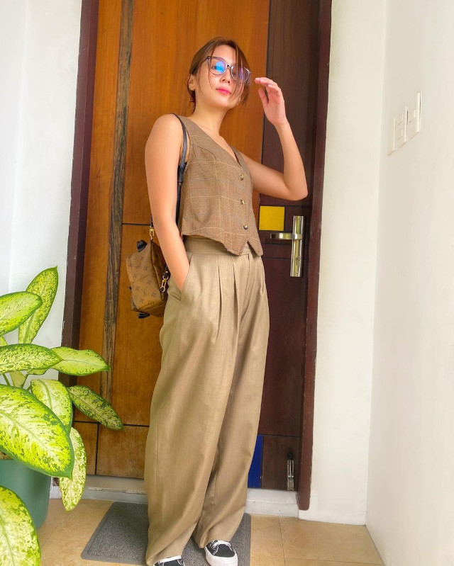 Beige and brown outfit: Kathryn Bernardo