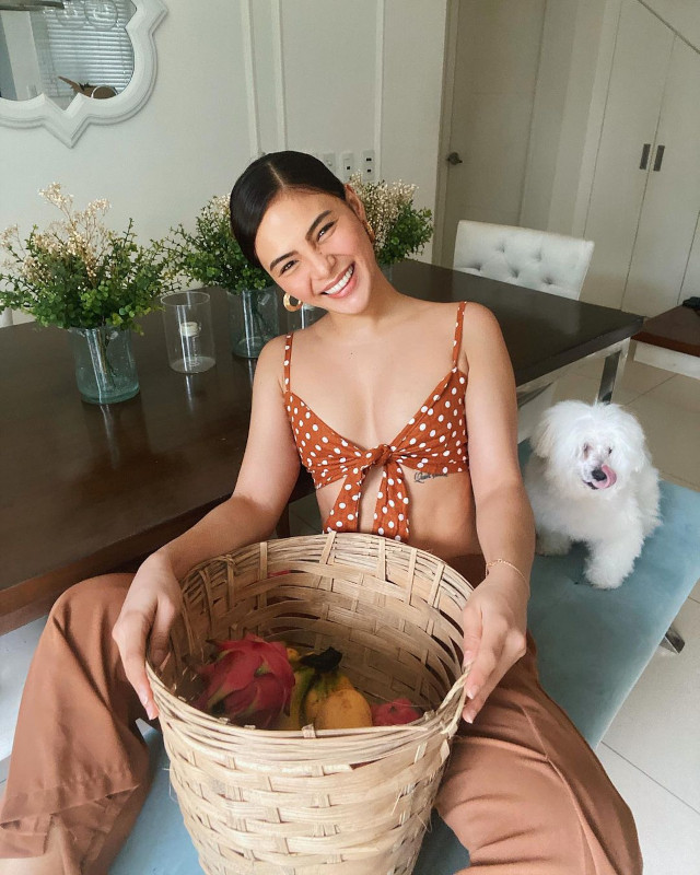 Beige and brown outfit: Lovi Poe