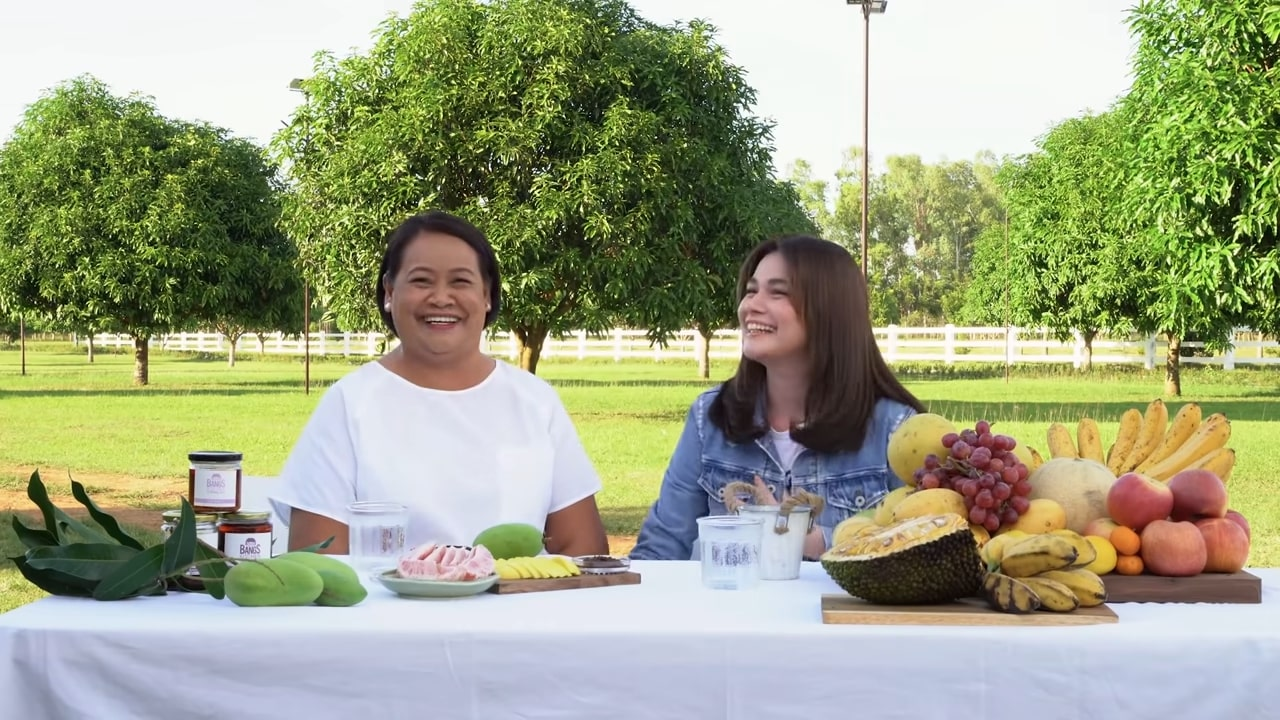 Bea Alonzo does a Q&A vlog with her mom and they play Jojowain o Totropahin.