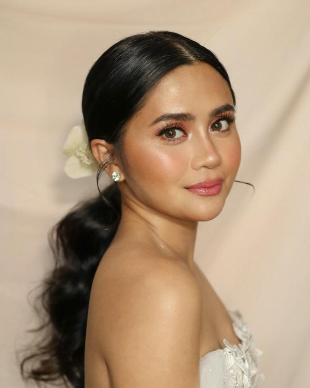 Best Wedding Makeup Idea: Anna Cay's Glowy Bridal Makeup Look