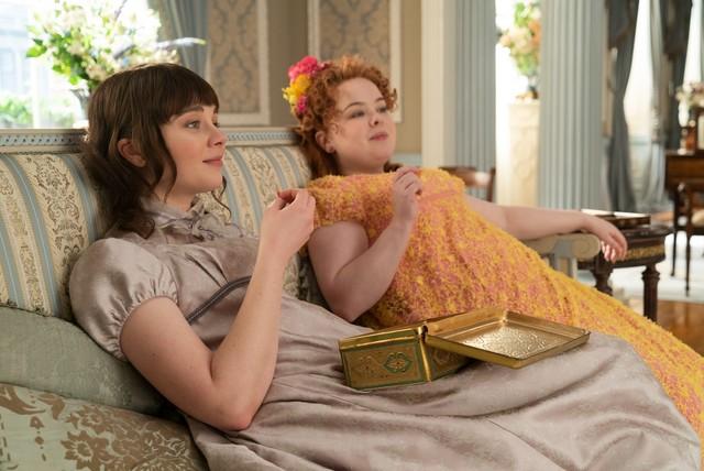Penelope and Eloise Bridgerton lounging