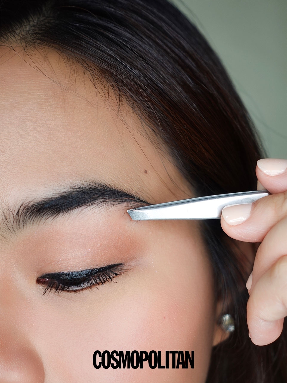 Easy 5-Step Routine For Bushy Brows - Tweeze the stray hairs away.