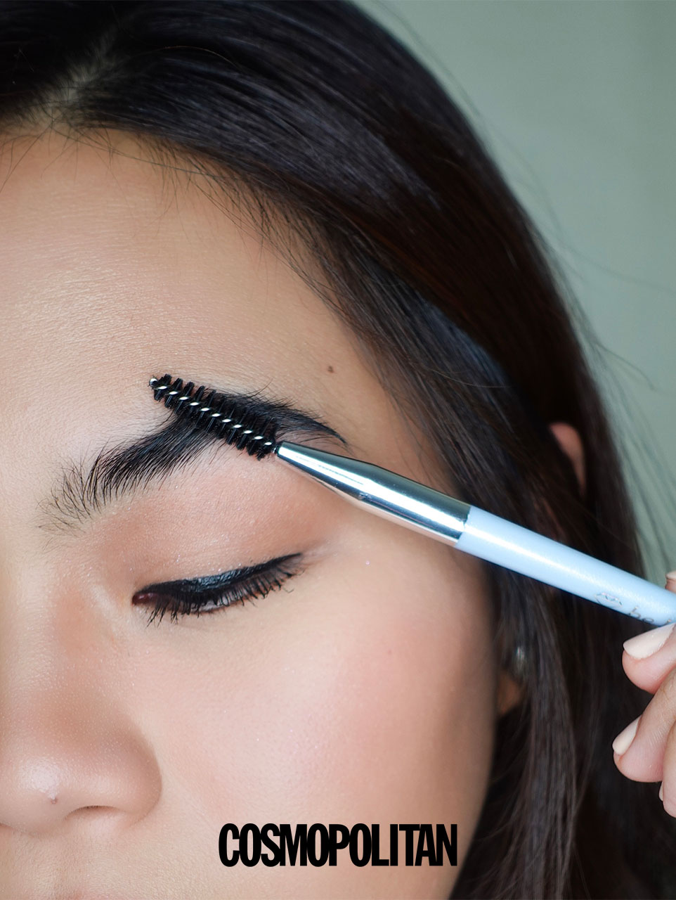 Easy 5-Step Routine For Bushy  Brows - Brush up the hairs