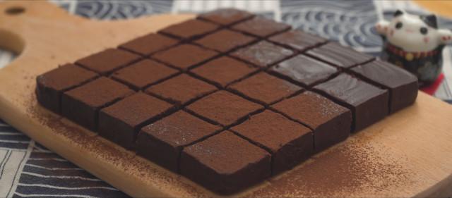 How to make nama truffles: Sprinkle cocoa powder