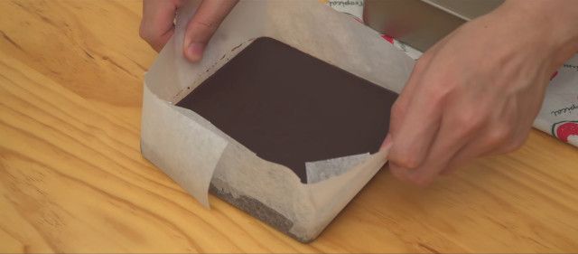 How to make nama truffles: Pour into mold and refrigerate