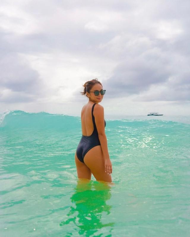 Kathryn Bernardo's Black One-Piece Swimsuit: Wearing sunglasses