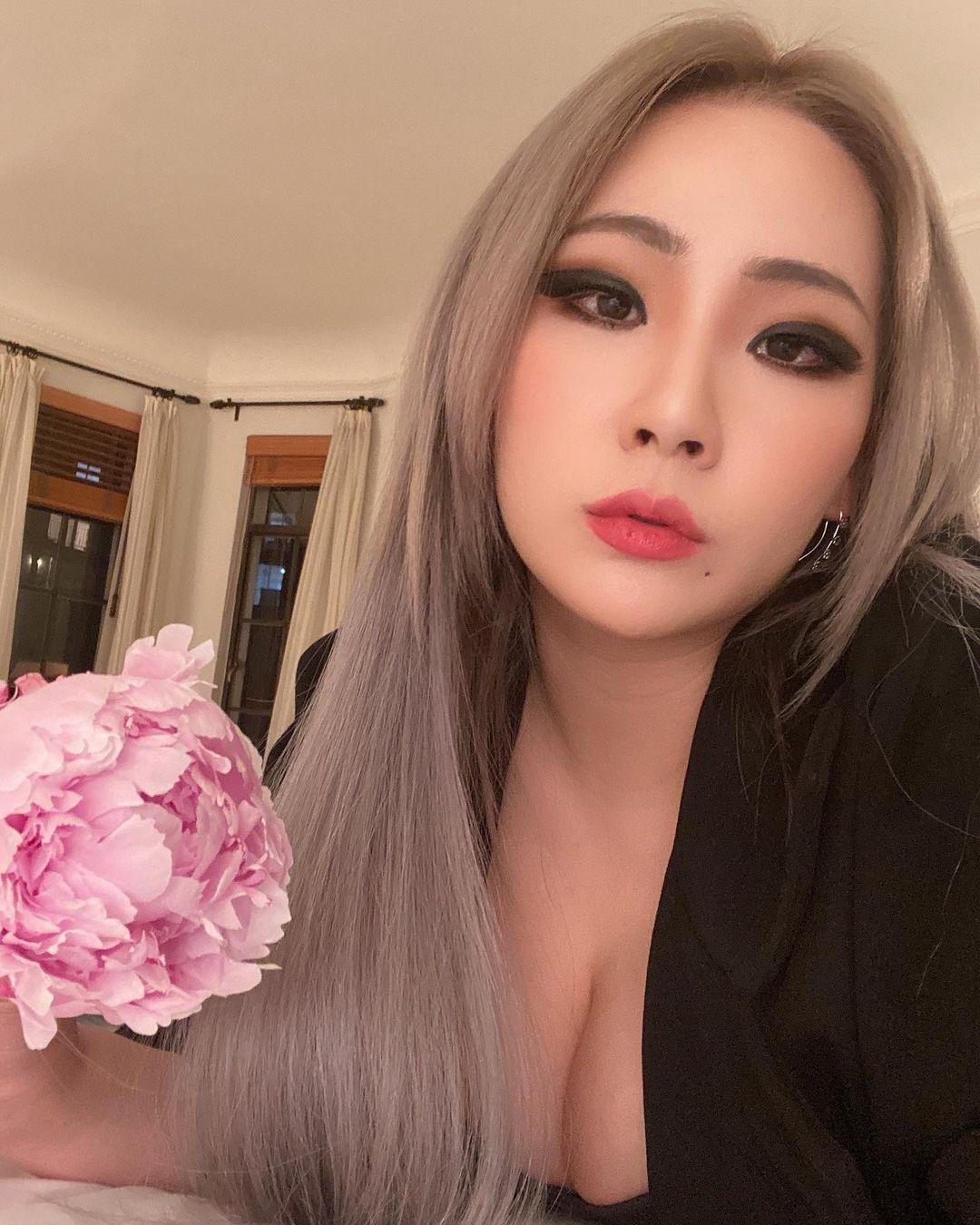 2NE1 update: CL