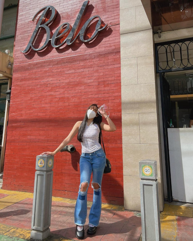 Andrea Brillantes wearing ripped jeans.