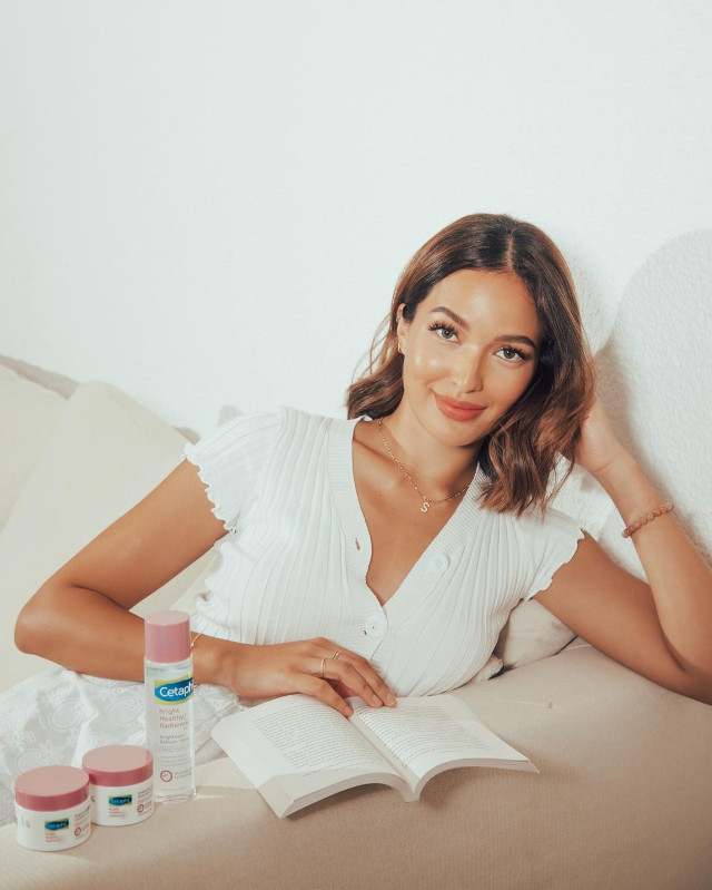 Home Photo Shoot Idea: Sarah Lahbati sitting on the couch