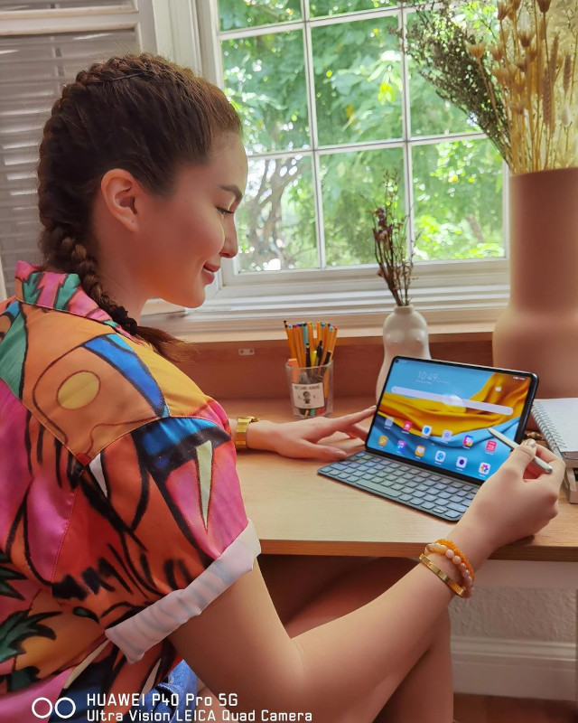 Home Photo Shoot Idea: Sarah Lahbati using a tablet.