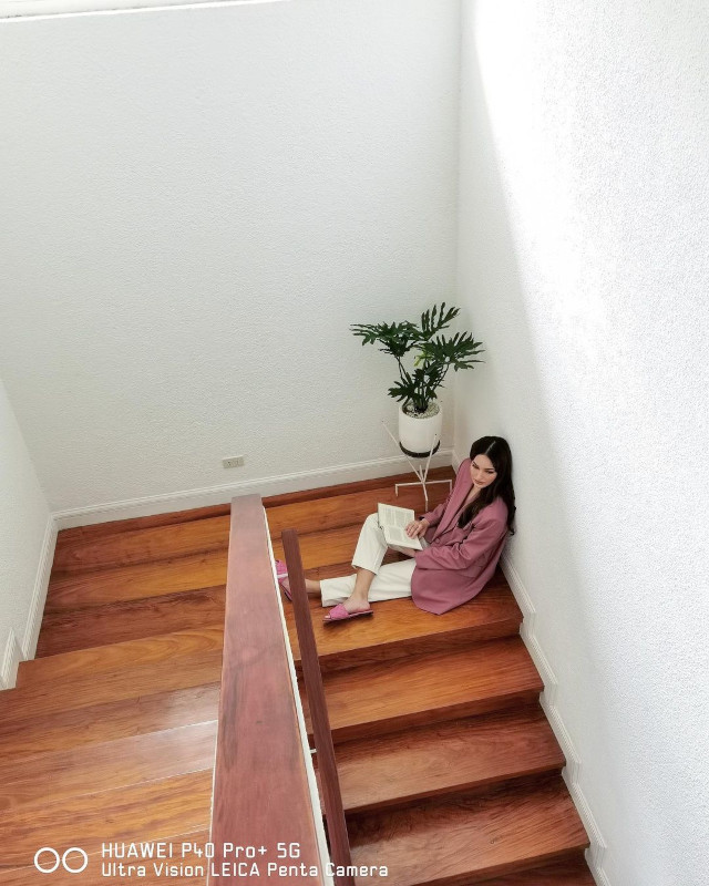 Home Photo Shoot Idea: Sarah Lahbati sitting on the stair landing.
