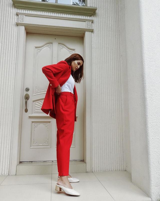 Home Photo Shoot Idea: Sarah Lahbati posing in the doorway.