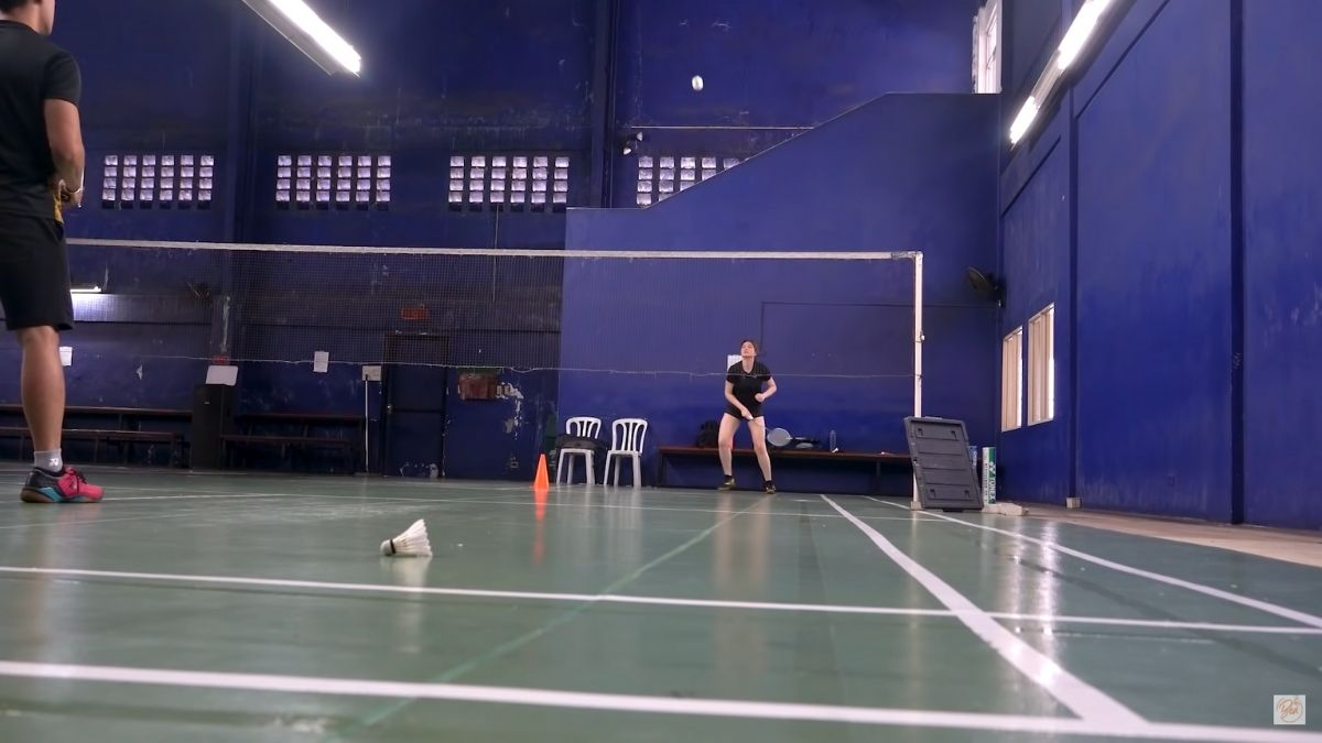 Bea Alonzo learns how to play badminton