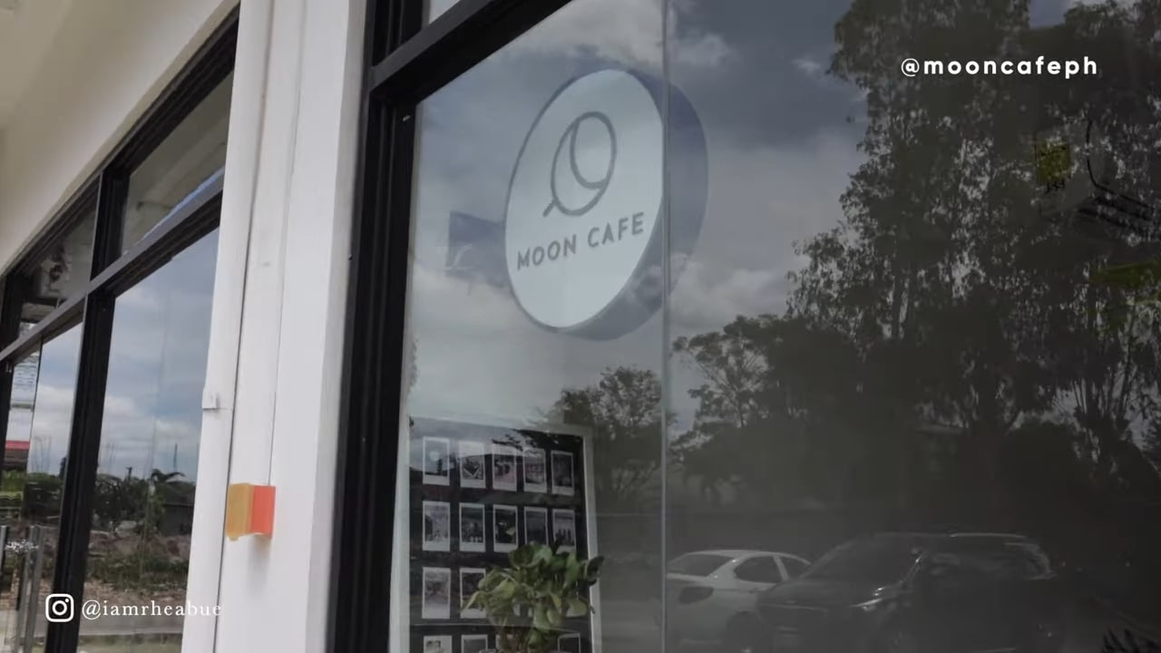 Minimalist cafe: Moon Cafe in Pampanga