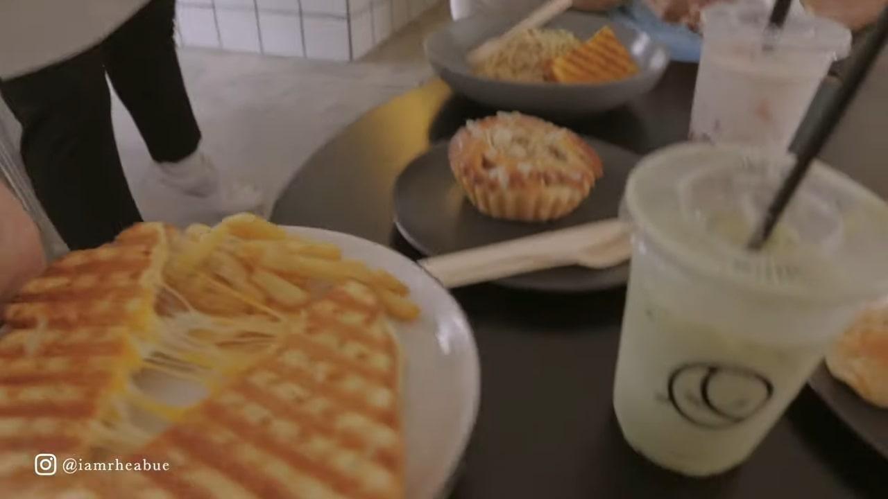 Minimalist cafe: Food at Moon Cafe in Pampanga