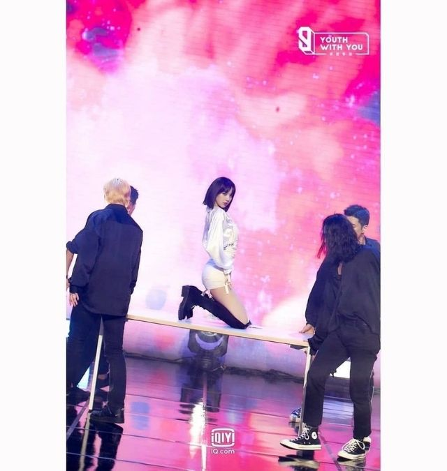 BLACKPINK Lisa's stage performance as a dance mentor on China's 'Youth With You' Season 3.