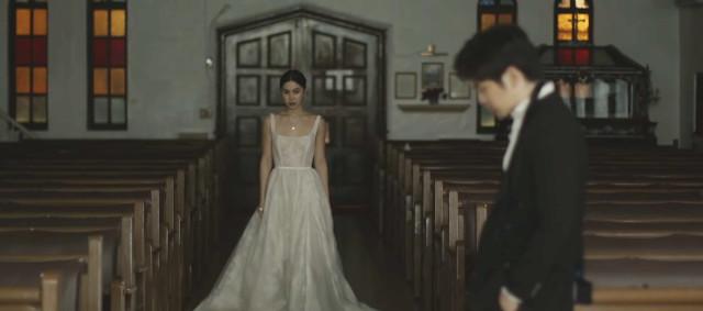 Julia Barretto and Joshua Garcia in Moira Dela Torre's 'Paubaya' music video (Closure scene)