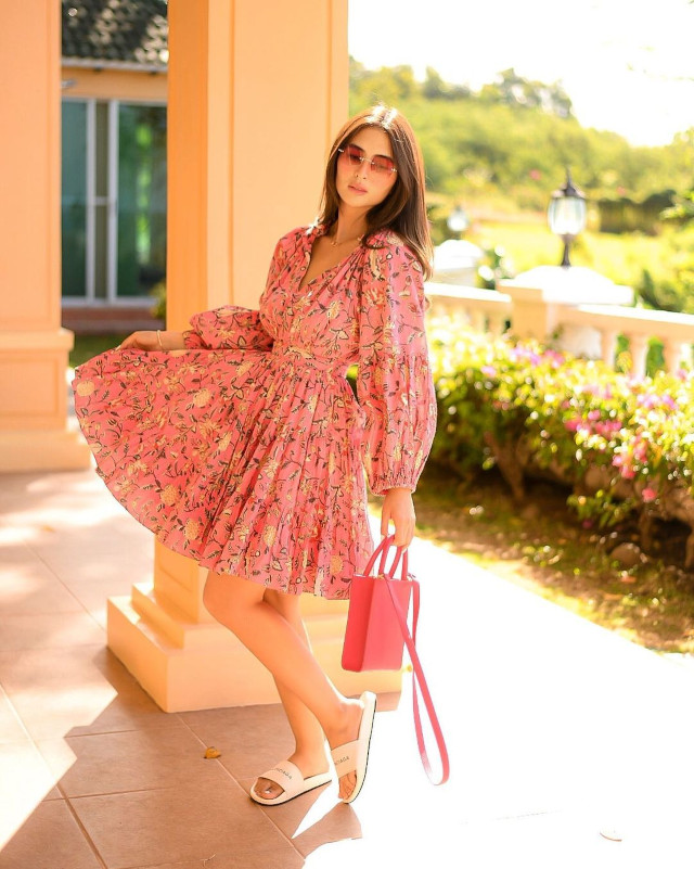 Sofia Andres: Pink Floral Dress