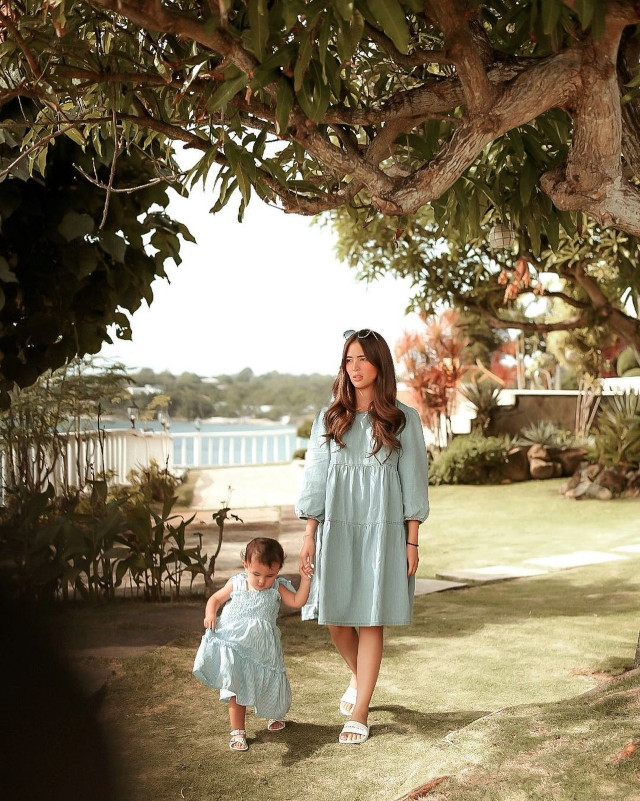 Sofia Andres: Matching Dress Outfits with Zoe