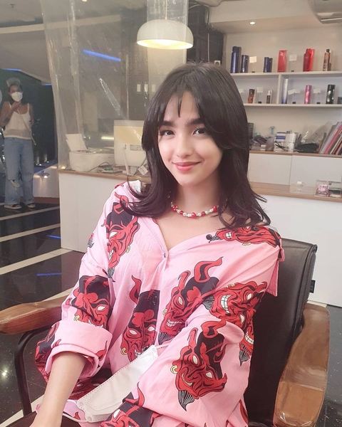 Andrea Brillantes on set