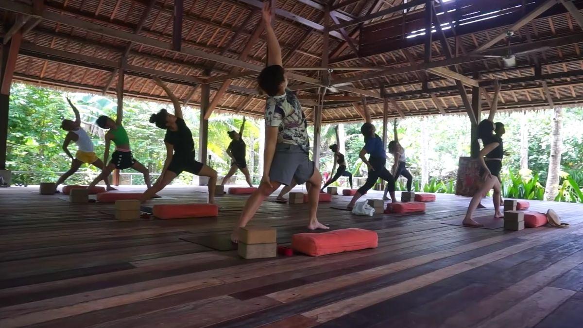 Liza Soberano vlog: yoga session