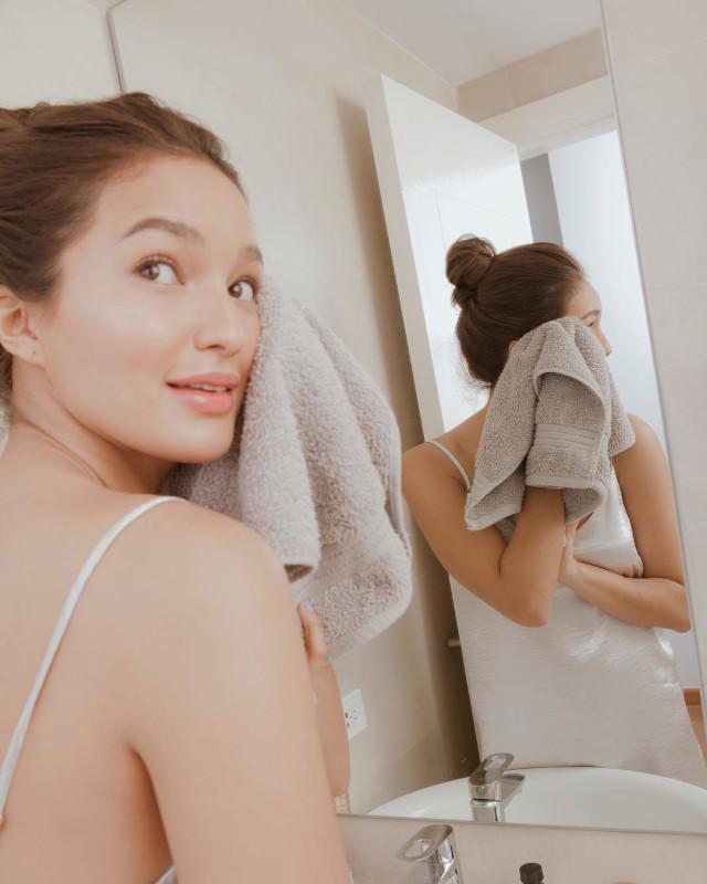 Sarah Lahbati without makeup