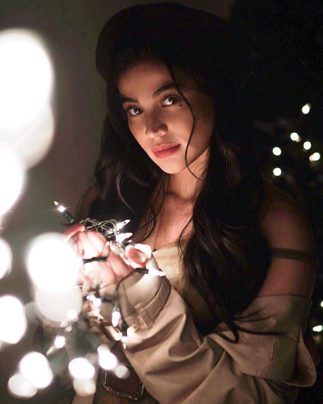 Anne Curtis holding Christmas lights.