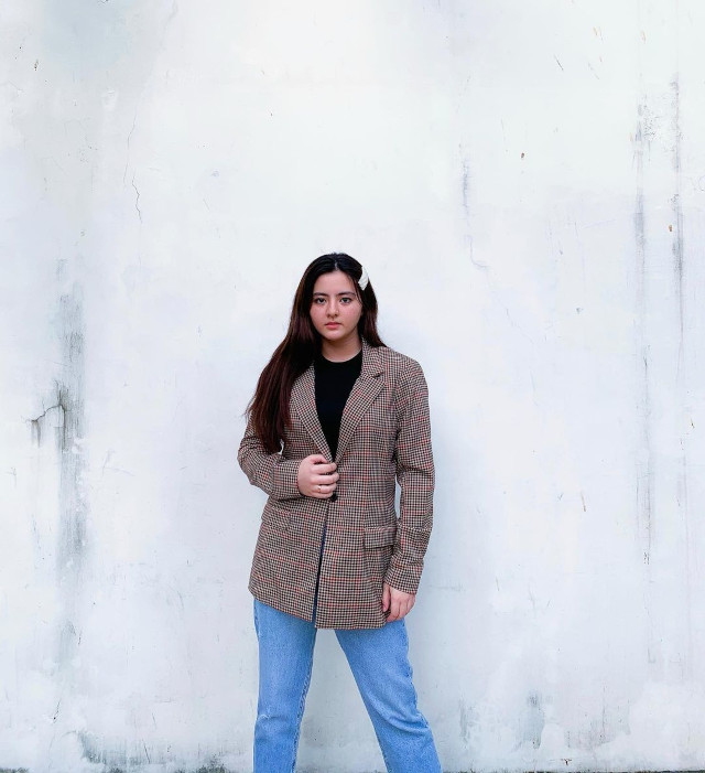 Cassy Legaspi wearing an oversized blazer and jeans.