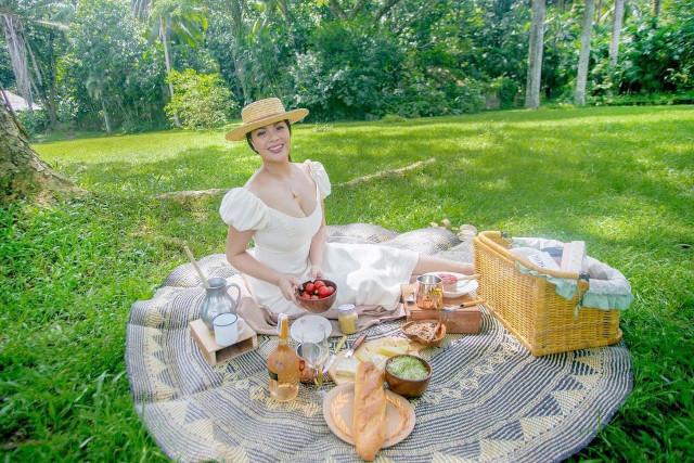 KC Concepcion on a picnic