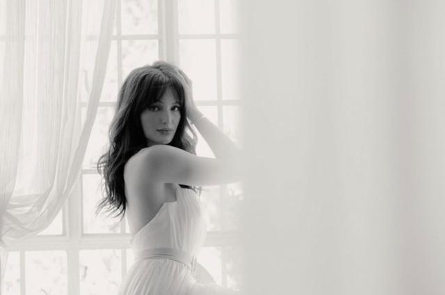 Sarah Lahbati black and white photo