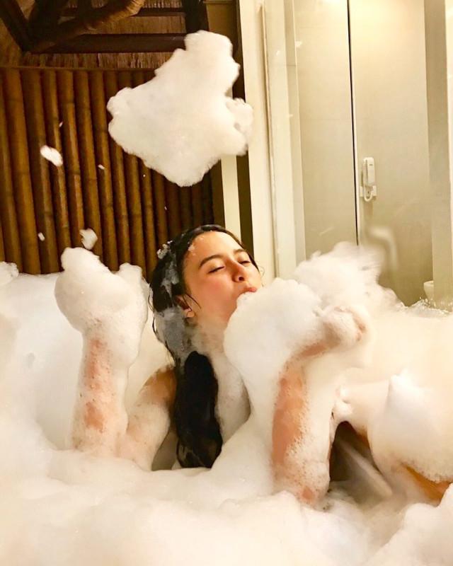 Yassi Pressman in a bathtub