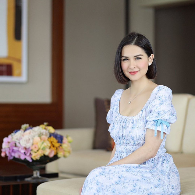 Marian Rivera wearing a blue and white floral dress.
