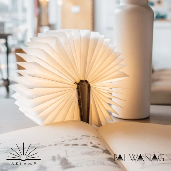 Paliwanag lamps: aklamp fully open
