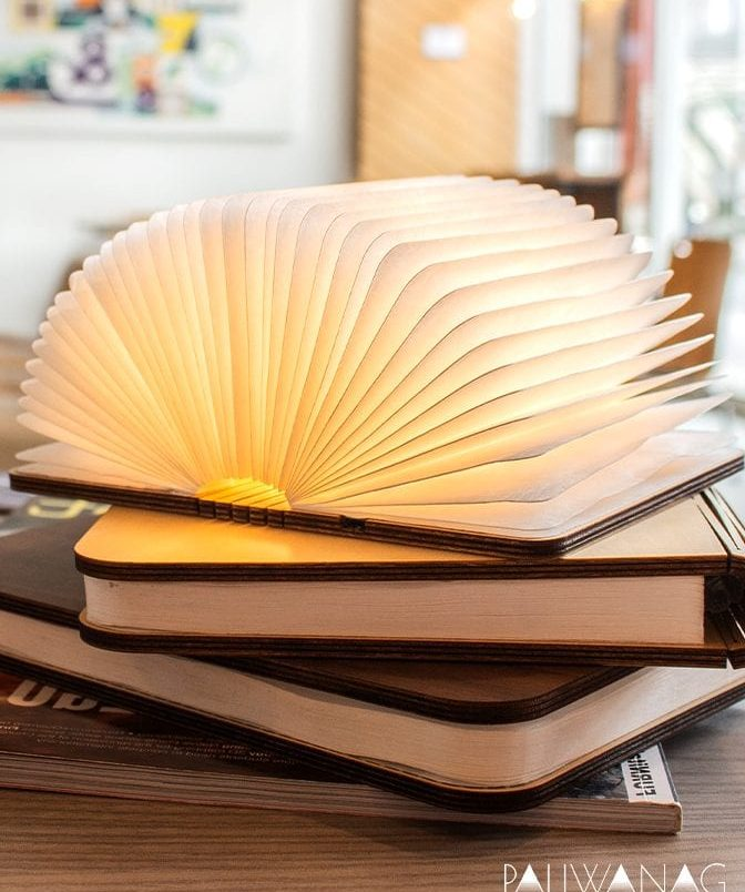 Paliwanag lamps, aklamp with books