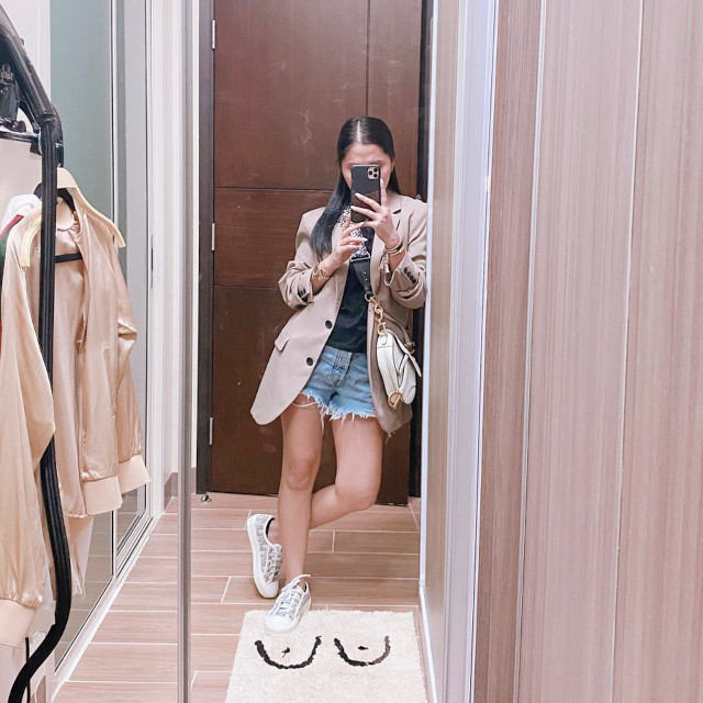 Anna Cay Sneaker Outfit
