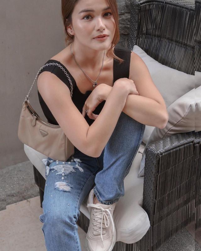 Elisse Joson Sneaker Outfit
