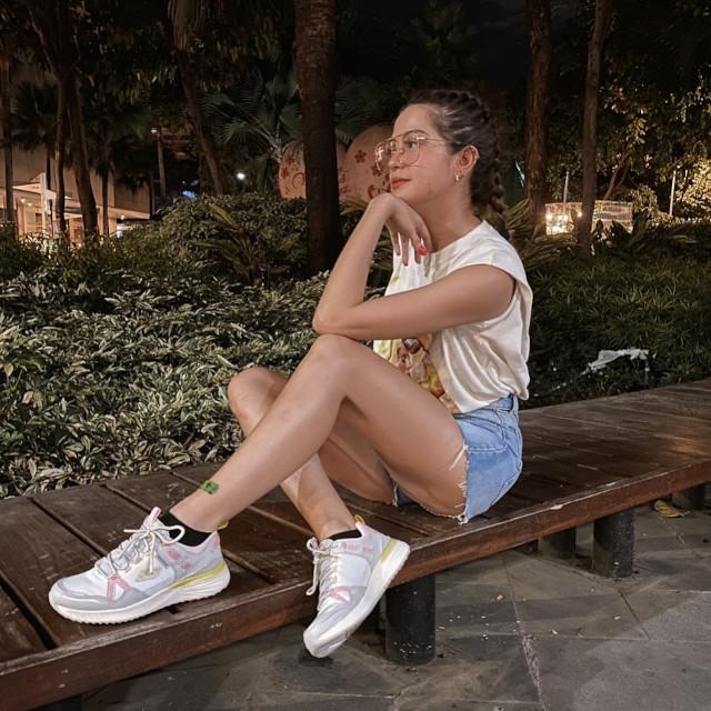 Sue Ramirez Sneaker Outfit