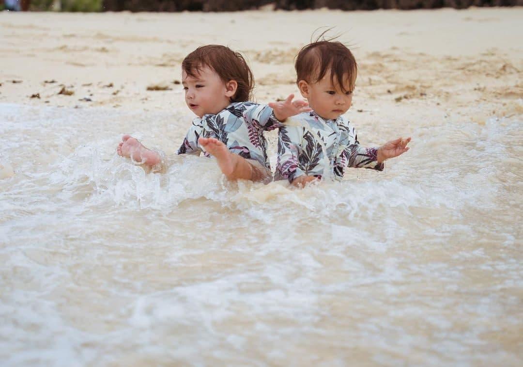 Dahlia And Thylane enjoying the waves