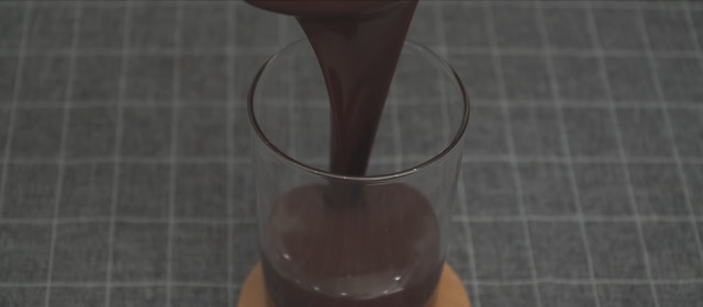 Chocolate-dipped ice cream recipe: Pour the melted chocolate into a glass.