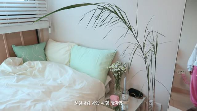 Korean aesthetic room tip: Go for pastel sheets.
