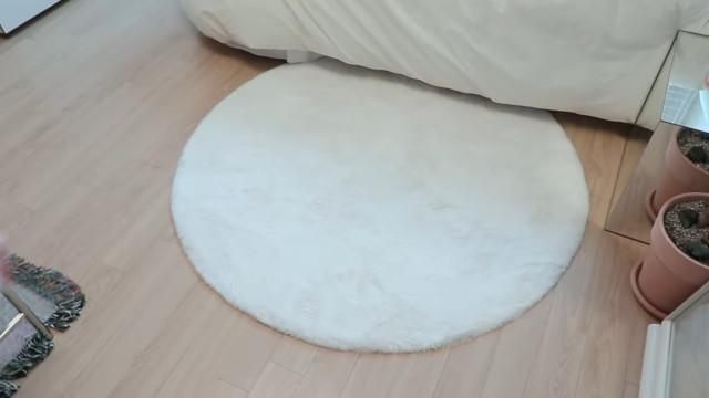 Korean aesthetic room tip: Add a rug