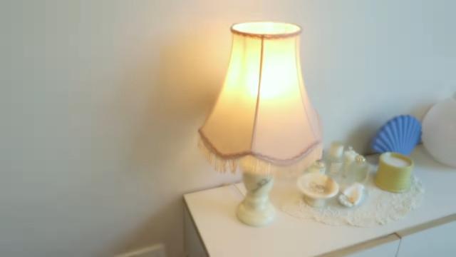 Korean aesthetic room tip: Choose warm lighting