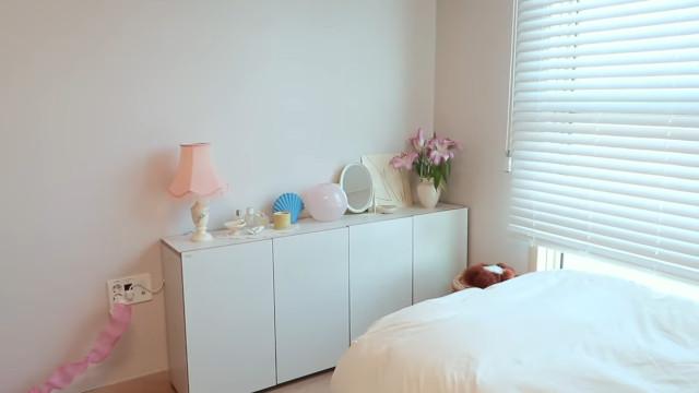 Korean aesthetic room tip: Choose white storage furniture