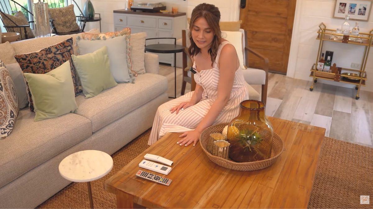 Bea Alonzo farm house tour in Zambales: mahogany table