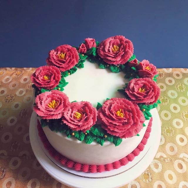 The Sugar Garden Floral Cake